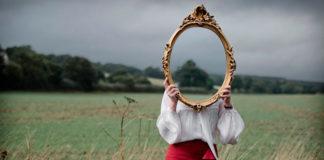 зеркала в доме приметы что делать с разбитым зеркалом